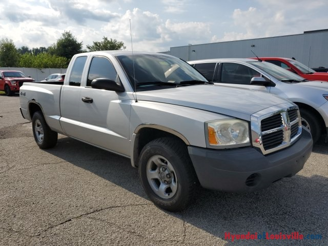 Used 2005 Dodge Dakota ST